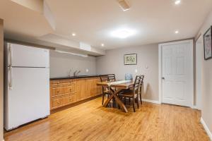 George & Wendy Home, Ferienhäuser  Toronto - big - 35