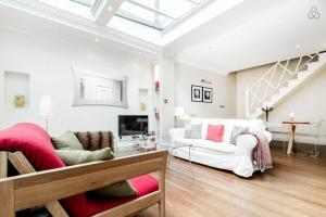 2 Bed Cottage in Hampstead