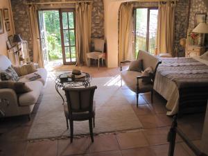 Can Serola, Hotel  Sales del Llierca - big - 7