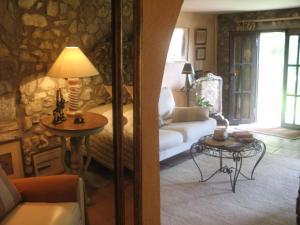 Can Serola, Hotel  Sales del Llierca - big - 39