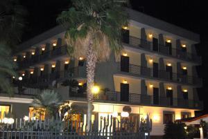 Hotel Ristorante Donato, Hotely  Calvizzano - big - 85