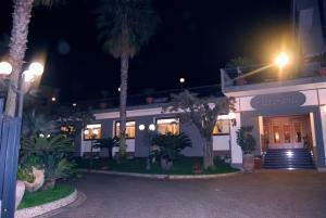 Hotel Ristorante Donato, Hotely  Calvizzano - big - 86
