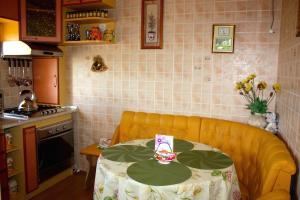 Apartment na Oktyabr'skoy Revolyutsii, Apartmány  Sevastopoľ - big - 11