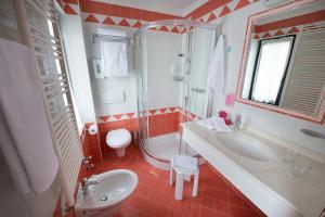Hotel Cristallo, Hotels  Peio Fonti - big - 4