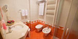 Hotel Cristallo, Hotels  Peio Fonti - big - 3