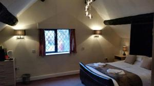 The Yew Tree Inn and Lodges