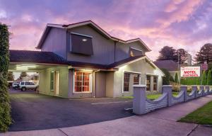 Redwood Manor Motel Apartments