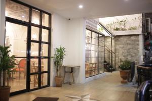 Tambayan Capsule Hostel & Bar, Хостелы  Манила - big - 29