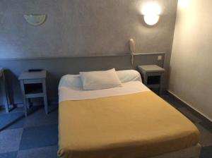 One Separated Bedroom Saint Sebastien, Париж