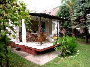 Vintage Summer House (VINTAGE SUMMER HOUSE & GARDEN)
