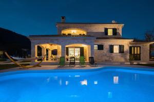 Villa Stonegate Estate