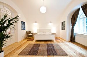 Husova Apartments
