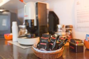 B&B Rooms Rent Vesuvio, Bed and breakfasts  Naples - big - 65