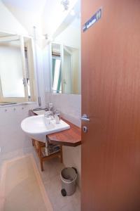 B&B Rooms Rent Vesuvio, Bed and breakfasts  Naples - big - 61