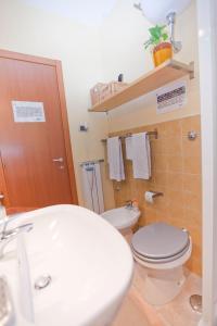 B&B Rooms Rent Vesuvio, Bed and breakfasts  Naples - big - 62