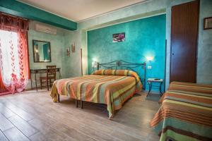 B&B Casa Marina, Отели типа «постель и завтрак»  Санто-Стефано-ди-Камастра - big - 17