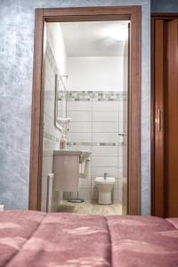 B&B Casa Marina, Отели типа «постель и завтрак»  Санто-Стефано-ди-Камастра - big - 24