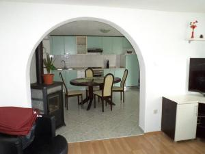 Apartments Vinko, Apartmány  Tribunj - big - 5