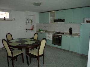Apartments Vinko, Apartmány  Tribunj - big - 19