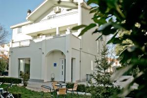 Casa Verde, Междугорье