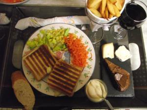 Chez Christy, Bed & Breakfasts  Voussac - big - 96