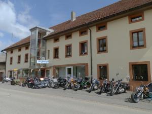 Centre Chrétien La Grange, Guest houses  Auberson - big - 58