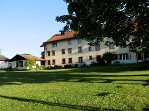 Centre Chrétien La Grange, Guest houses  Auberson - big - 59