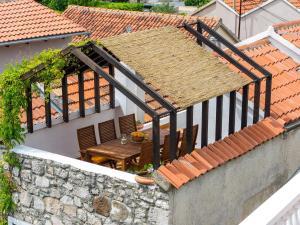 Shisha Stone House