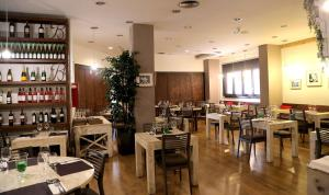 Hotel Don Jaime 54, Hotels  Zaragoza - big - 42