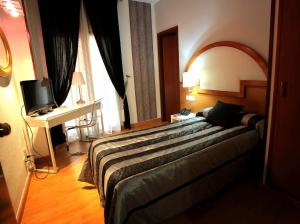 Hotel Don Jaime 54, Hotels  Zaragoza - big - 38