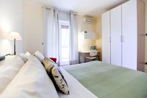 B&B Rooms Rent Vesuvio, Bed and breakfasts  Naples - big - 40