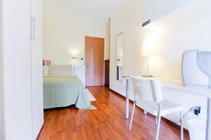 B&B Rooms Rent Vesuvio, Bed and breakfasts  Naples - big - 47