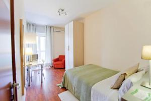 B&B Rooms Rent Vesuvio, Bed and breakfasts  Naples - big - 49