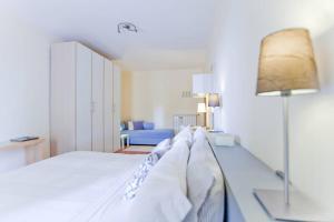 B&B Rooms Rent Vesuvio, Bed and breakfasts  Naples - big - 54