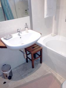 B&B Rooms Rent Vesuvio, Bed and breakfasts  Naples - big - 38