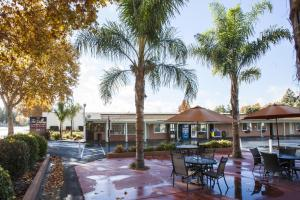 Tri-Valley Inn & Suites