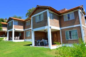 C&W Vacaciones Diferentes, Holiday homes  Villa Carlos Paz - big - 1