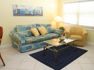 #120 At Surf Song Resort, Apartments  St Pete Beach - big - 1