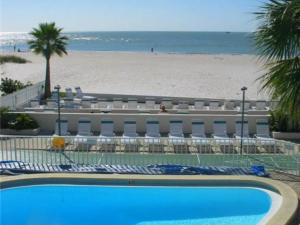 #227 At Surf Song Resort, Apartments  St Pete Beach - big - 2