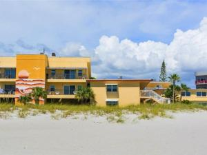 #227 At Surf Song Resort, Apartments  St Pete Beach - big - 5
