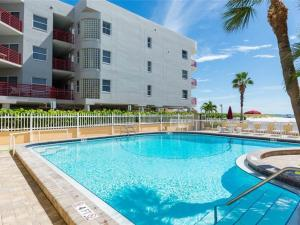 #227 At Surf Song Resort, Apartments  St Pete Beach - big - 8