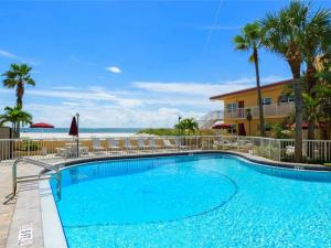 #227 At Surf Song Resort, Apartments  St Pete Beach - big - 9