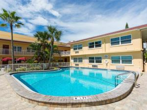 #227 At Surf Song Resort, Apartments  St Pete Beach - big - 10