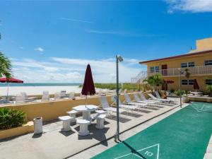 #227 At Surf Song Resort, Apartments  St Pete Beach - big - 11