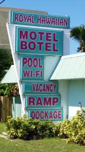 Royal Hawaiian Motel/Botel