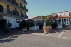 Hotel Ristorante Donato, Hotely  Calvizzano - big - 101