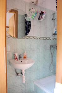 Lux Apartman, Apartments  Budapest - big - 19