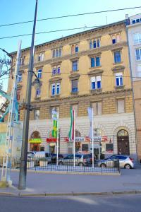 Lux Apartman, Apartments  Budapest - big - 79