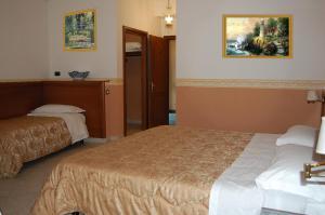 Hotel Ristorante Donato, Hotely  Calvizzano - big - 17
