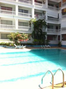 Piscina Lovely Condo